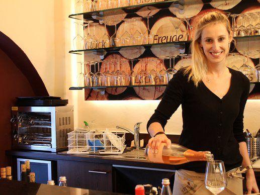 DorfGesichter - Ramona Engl von der Galerie - Lounge & Wine Bar