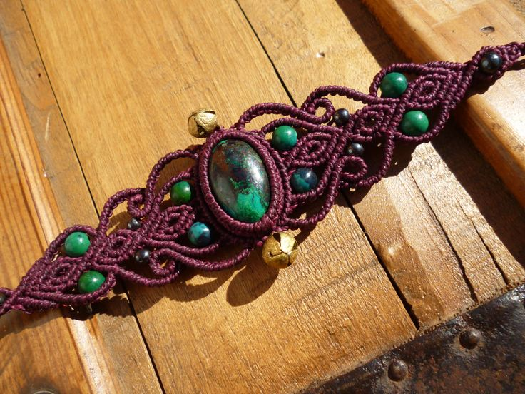 Bracelet macrame avec chrysocolles et hematites , bracelet boheme, bracelet fushia, bracelet hippie, macrame pierres semi precieuses. de la boutique BelisaMag sur Etsy