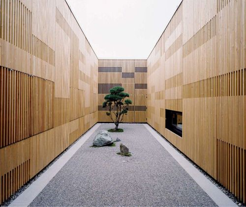 a .ml and partner - Courtyard in the Baufritz corporate sales building and exhibit center, Erkheim 2005.