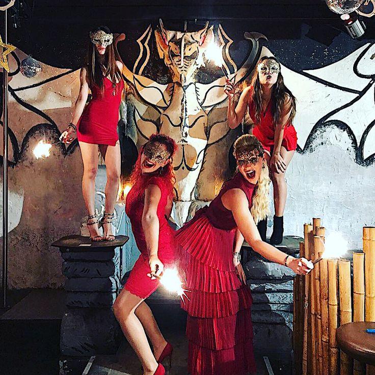 #estanoche #today #heute #hoy #bugün #newyear #fogon #latino #dance #music #reggeaton #salsa #bachata #bartender #dancer #love #girls