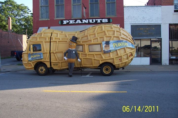 Suffolk Virginia. Peanut mobile In front of Planters peanut store