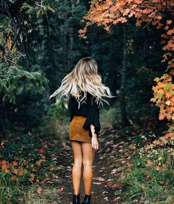 Картинка блондинка осенью
