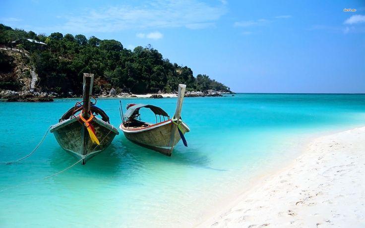 En ce moment, je rêve de plages paradisiaques. Peut-être parce qu'on approche de la moitié de l'année et que l'envie de souffler se fait sentir ou peut-être parce que l'été s'installe et qu'une piscine ne suffit plus. Toujours est-il que mes pieds sont fins prêts pour être en éventail devant un paysage bleu turquoise. Si vous aimez le sable fin et l'eau cristalline, je vous présente les destinations paradisiaques qui me font rêver! Tanzanie La Tanzanie évoque dans l'imaginaire de plusieurs…