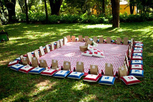 Espaço para os pequenos lancharem na festa picnic dos três porquinhos!