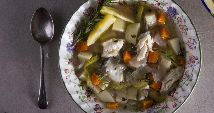 Μία λαχταριστή και απολαυστική ψαρόσουπα από τον Άκη Πετρετζίκη. Μία υγιεινή  ψαρόσουπα πλούσια σε βιταμίνες με πεσκανδρίτσα και λαχανικά που θα λατρέψετε!