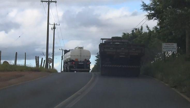 Motoristas reclamam de más condições de estrada municipal de Pardinho -  A situação da estrada municipal João Emílio Roder, em Pardinho (SP), tem preocupado os motoristas todos os dias. A pista é estreita, com tráfego intenso de caminhões, não tem acostamento e nem fiscalização.    Na estrada é comum flagrar caminhões, com carga pesada, fazendo ultrapassagem em - http://acontecebotucatu.com.br/regiao/motoristas-reclamam-de-mas-condicoes-de-estrada-municipa