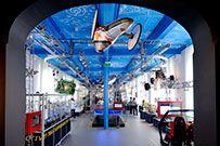 Science Centre Delft ** Delft ** Zuid-Holland ** http://sciencecentre.tudelft.nl/ ** Het Science Centre Delft geeft het publiek een kijkje in de keuken van de TU Delft en maakt inzichtelijk waar onderzoekers en studenten op de TU Delft zich dagelijks mee bezig houden. Wat ga je doen als je hier komt studeren? Welk onderzoek wordt er gedaan en wat merk je daarvan in de maatschappij. #KIDSPROOF