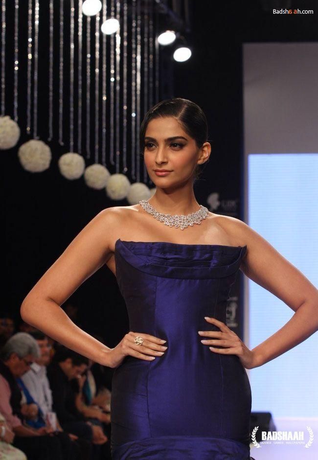#Sonam Kapoor inaugurates IIJW 2013, See All Photos here