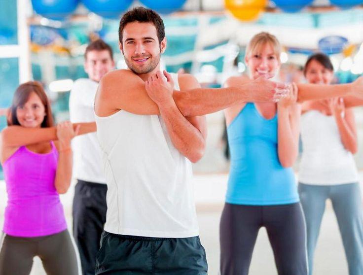 Как правильно делается разминка перед тренировкой. Как разминаться перед силовыми упражнениями в тренажёрном зале. Выполнение разминки перед бегом.