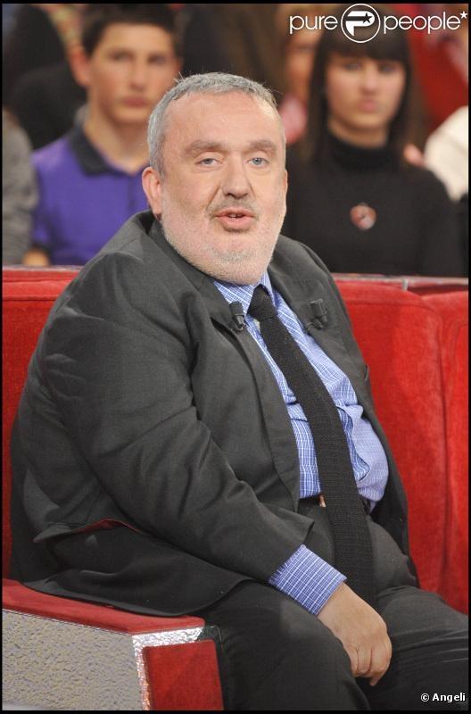 Dominique Farrugia ... est un humoriste français d'origine maltaise devenu dirigeant de la chaîne de télévision Comédie ! né le 2 septembre 1962 à Vichy (Allier).  Il a été membre du groupe comique Les Nuls.