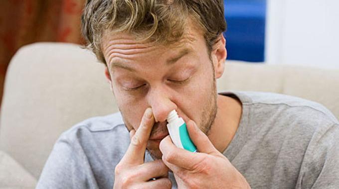 En cas de sinusite, le plus pénible est d'avoir le nez pris et ne plus pouvoir respirer. Sans oublier les maux de tête. Soigner une sinusite, c'est se moucher beaucoup. Mais c'est aussi, et surto...
