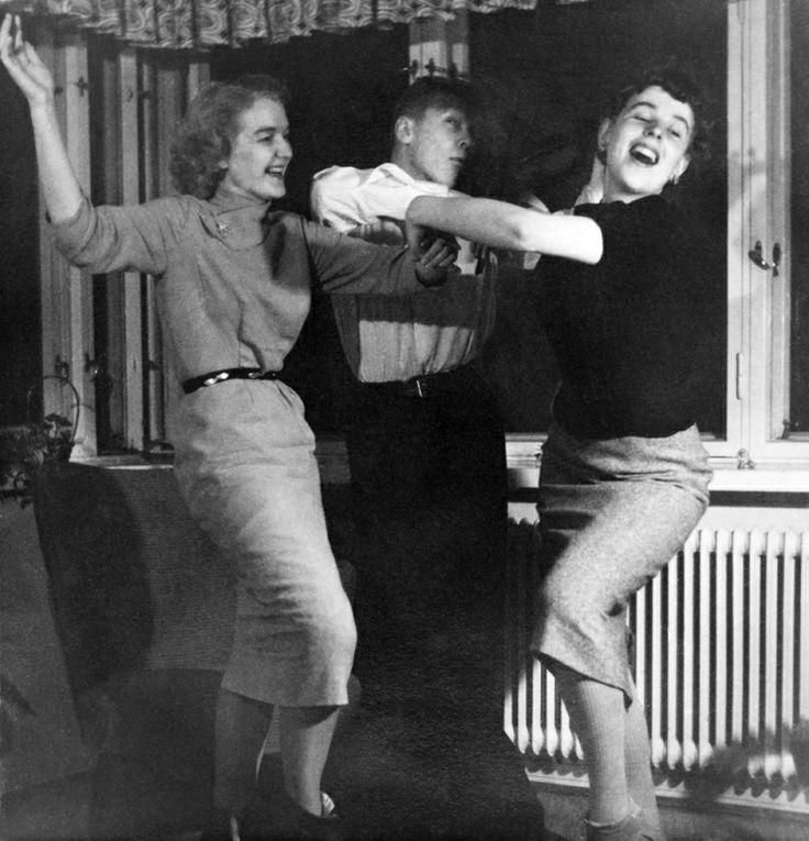 Tanssia kotihipoissa vuonna 1954. Kuva: Helsingin kaupunginmuseo