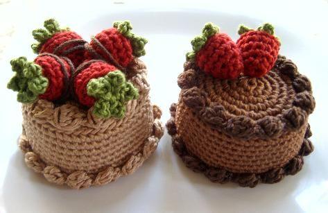 Crochet Chocolate Cake with Strawberries - free amigurumi crochet pattern