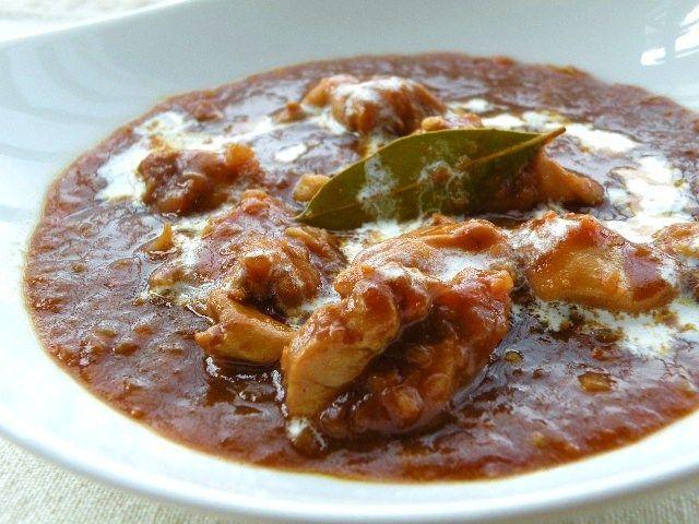 チキンと野菜の旨みがギュッとつまったカレー。煮込む時にローリエは必須。奥行のある香りが加わります!<...