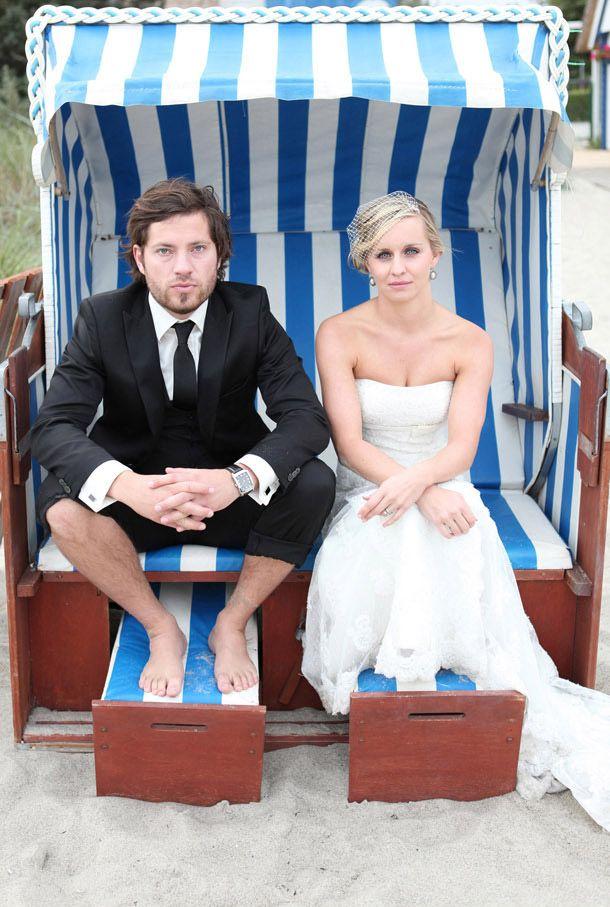 Coole Outfits (er+sie, Kleid nur etwas lang, sonst sehr schön). Nette Deko am Strand