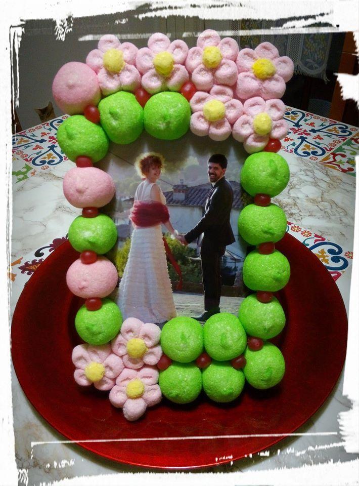"Cornice ""dolci"" ricordi... #caramelle #candy #caramellegommose #candy #marshmallow #tortedicaramelle #cornici #matrimonio #wedding # fiori #flowers"