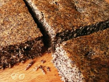 Gluténmentes bögrés mákos aszalt szilvával - 1 bögre (kb. 20 dkg) házilag darált mák  1 bögre (kb. 20 dkg)  barna rizsliszt  1 bögre (kb. 2 dl)  natúr rizsital  1/3 bögre (kb. 8 dkg) kristálycukor  10 dkg  aszalt szilva  1 tojás