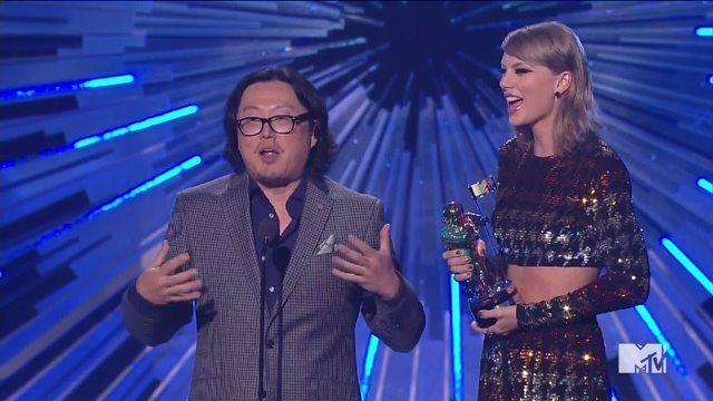 Taylor invites Director Joseph Kahn to thank those involved in Wildest Dreams video.