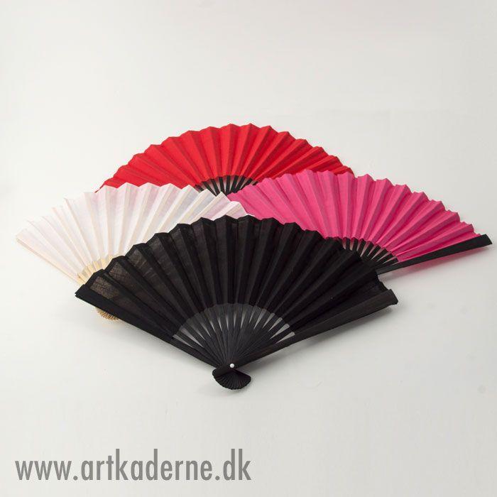 Spif dit dansetøj op med en smuk #håndvifte eller brug dem som pynt i din indretning - se vort nye udvalg af #kinavifter  på   www.artkaderne.dk/vifter.