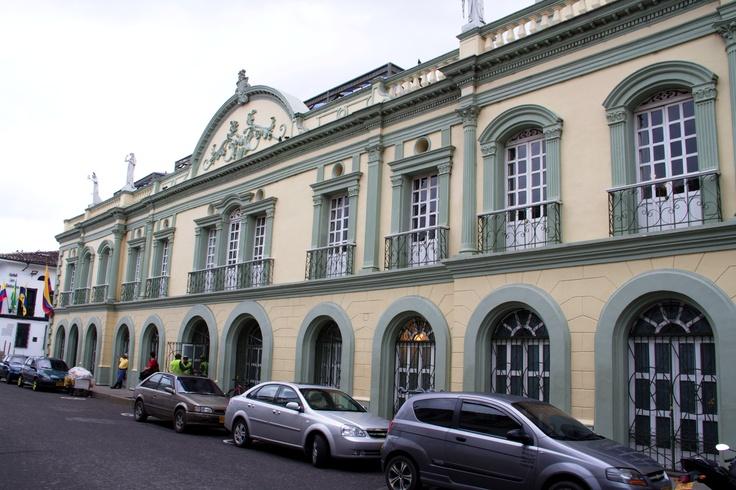 La sede de la feria regional: Teatro Guillermo Valencia