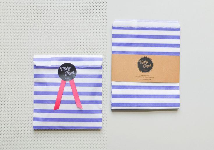20 Papiertüten Kraftpapier Tüten Candy Bags Geschenktüten gestreift blau weiß Flachbeutel Beutel V006 by MightyPaperShop on Etsy