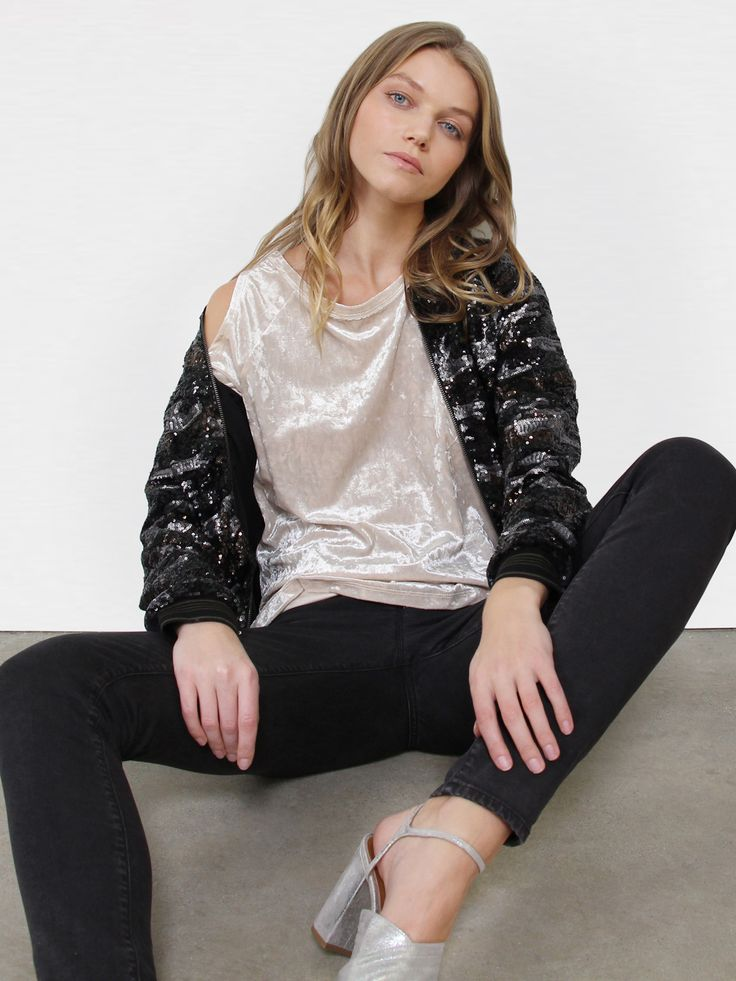 Model is 5'11' and wearing a size S Length 21' Sleeve length from CB 30 1/2' 100%Polyester, 100% Nylon, Lining: 100% Polyester Machine Wash Cold Import