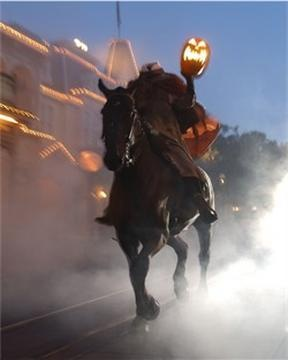 """My FAVORITE part of Mickey's Not So Scary Halloween Party is when the Headless Horseman does his ride to start off the """"Boo to You"""" parade!!"""