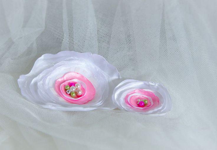 Brautschmuck - Blumenbroschen -Set. Satinblumen - ein Designerstück von Diamant-Shop bei DaWanda
