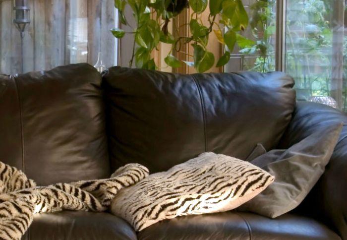 Чистка кожаной мебели.