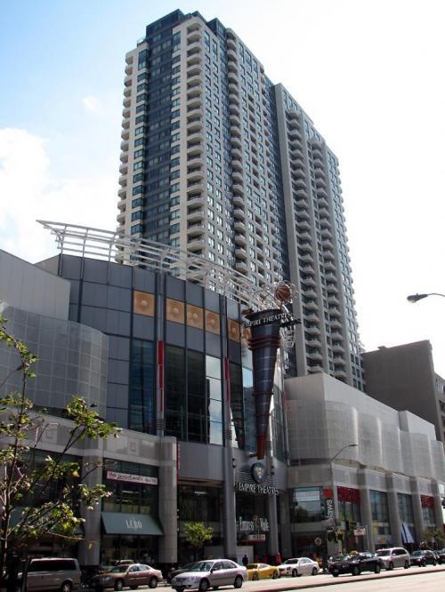 Toronto Photos :: Yonge Street ::