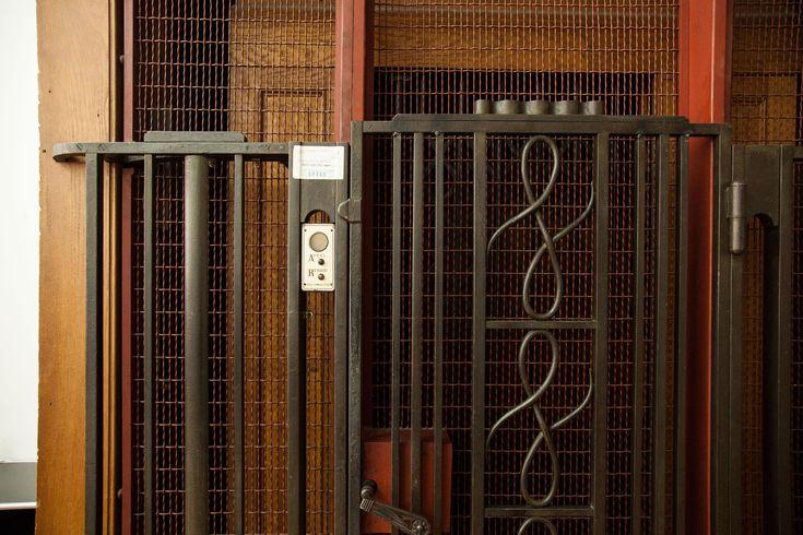 1000 id es sur le th me ascenseur sur pinterest hall d 39 ascenseur entr es et design d 39 ascenseur. Black Bedroom Furniture Sets. Home Design Ideas