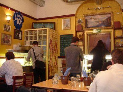 Trocadero Uudenmaankadulla on pieni lounasravintola, josta saa hyvää välimerellistä ruokaa.