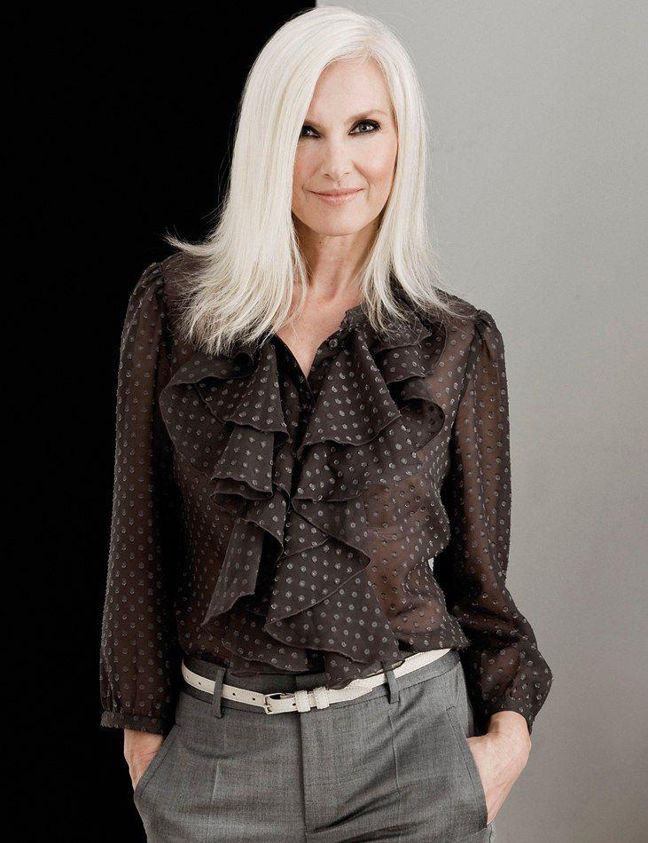 Withe silver es el color de moda para las que quieren llevar el pelo blanco