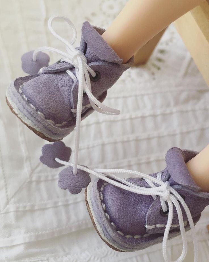 Ещё одни малыши-крутыши, цвета нежной сирени! #blytheshoes #blytheclothes #blytheoutfit #handmade #blythe #кукольнаяобувь #обувьизкожи #обувьдлякукол #toys_gallery