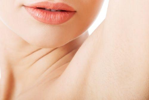 6 rimedi per liberarsi del cattivo odore sotto le ascelle
