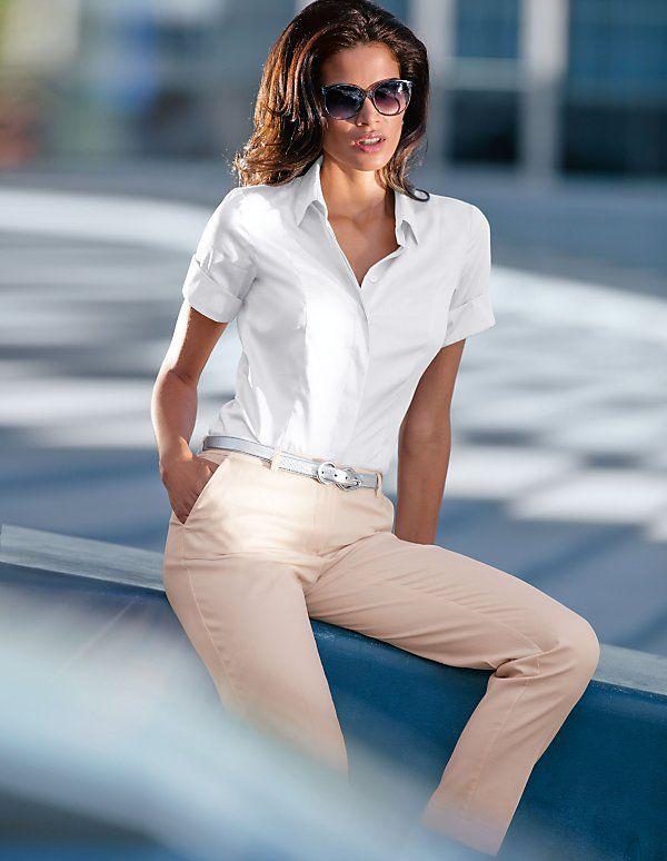 Eine exquisite Satin-Bluse für einen aufregenden Business-Look.