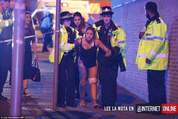 La Policía ha confirmado que hay varios muertos tras escucharse este luensdos grandes explosiones cuya causa aún se desconoce junto al estadio Manchester Arena, en el norte de Inglaterra.   #Ariana grande #manchester #terrorismo