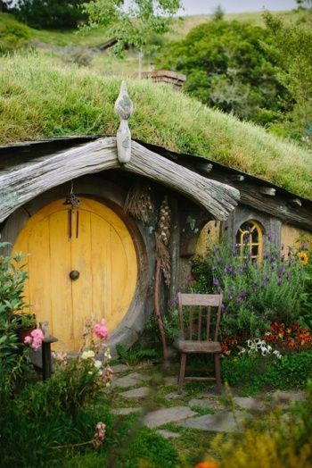 Hobbit home. How cool would it be to have a hobbit mansion??