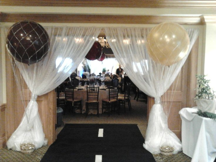 Helium balloon decorations in for Balloon nets for centerpieces