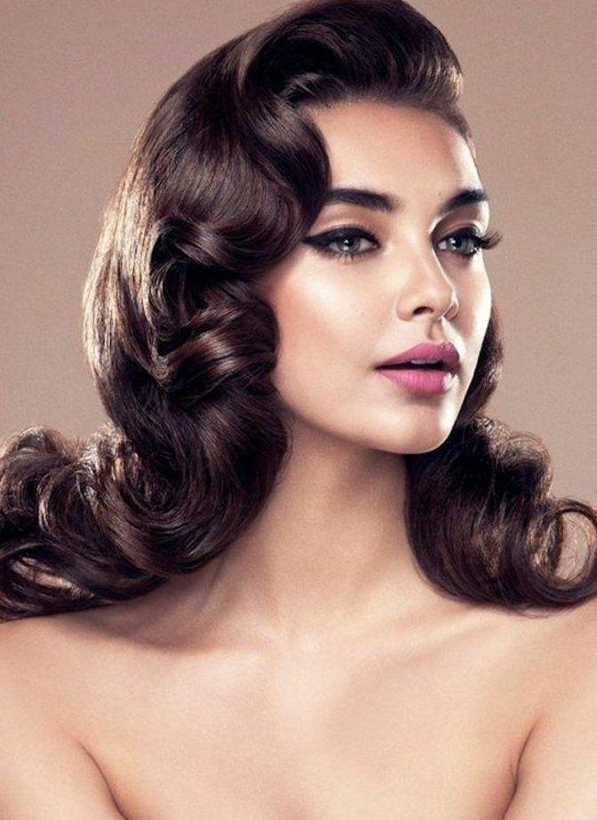 Vintage Frisuren Stilvolle Dame Mit Frisur Mit Wasserwellen Vintage Frisuren Wasserwellen Frisur Wasserwelle Frisur Lange Haare