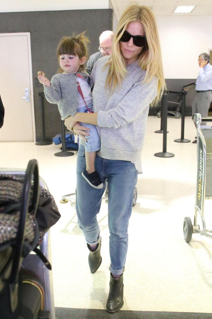 Sienna Miller with Marlowe (airport outfit)