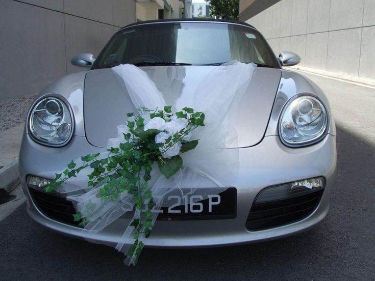 dco de voiture mariage ruban en tulle blanc et bouquet de roses blanches et lierre - Decoration Voiture Cortege Mariage