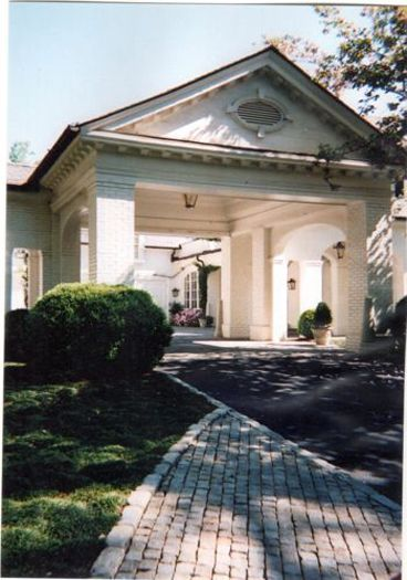 1000 images about exterior motor court driveways porte for What is a porte cochere