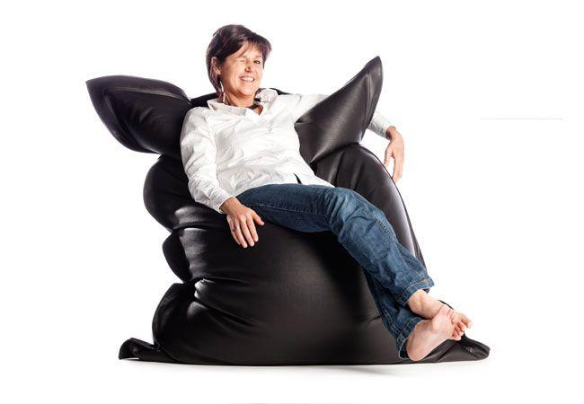 Leather look – это вариант классического кресла - мешка Sit on It от одноименного бельгийского производителя бескаркасной мебели. Чехол выполнен из качественного кожзаменителя. Бинбег отлично впишется в любой интерьер, его можно использовать и как кресло, и как диван и даже как кровать для гостей. Leather look наполнен маленькими шариками вспененного полистирола EPS, которые сохраняют тепло и принимают форму вашего тела. Чехол бинбега очень прост в уходе, большинство пятен легко удаляются…