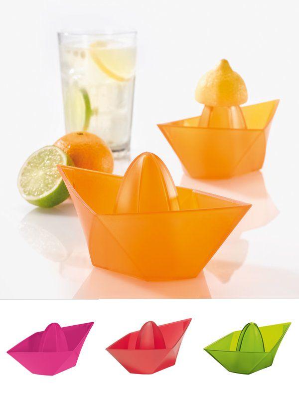 """Con """"Ahoi"""", la exprimidora de limones y naranjas que además adornará tu mesa con su original diseño. Proa y popa son ideales para servir el jugo. $6.900"""