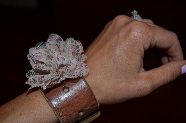 Fun and easy craft - vintage leather belt bracelets!