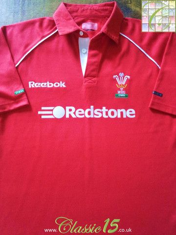 Relive Wales' 2000/2001 international season with this vintage Reebok home rugby shirt.