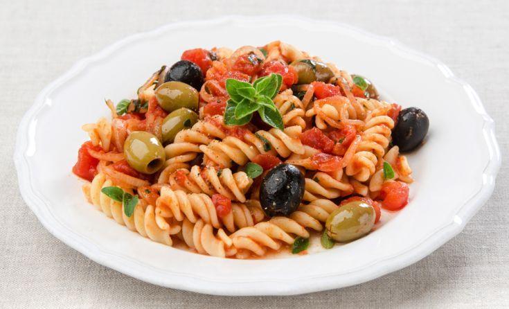 Cestoviny s paradajkami a olivami
