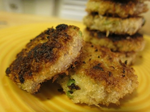 Tuna cakes--easy and budget friendly! I made them for dinner and we loved them.: Crab Cakes, Tuna Cakes, Cakes Sounds, Fish Cakes, Crabs Cakes, 11 Fish, Cakes Easy, Favorite Recipes, Suppers Idea
