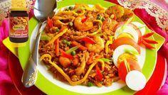 Surinaams eten – Hong Kong Nasi (nasi met kip, garnalen en hardgekookte eieren)